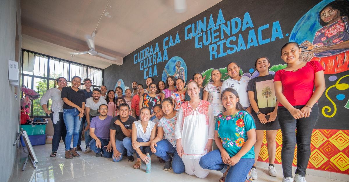 filantropía en méxico; un grupo de personas sonriendo