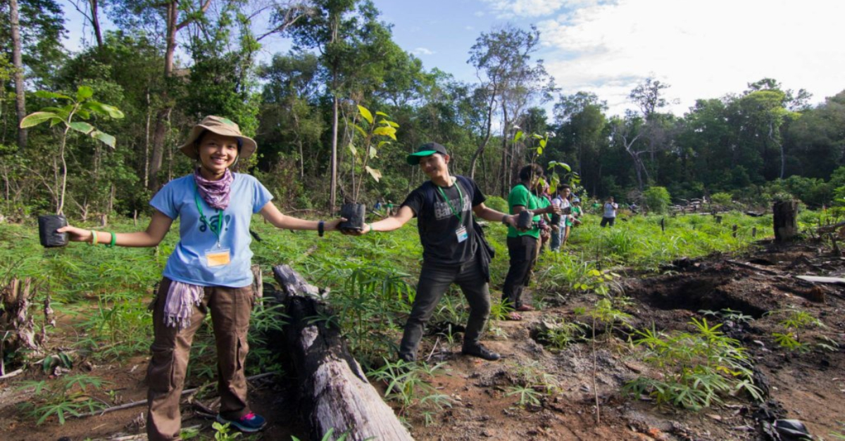 Peace Bridge Organization volunteers working together to end deforestation in Cambodia. Community-based approaches to climate change.