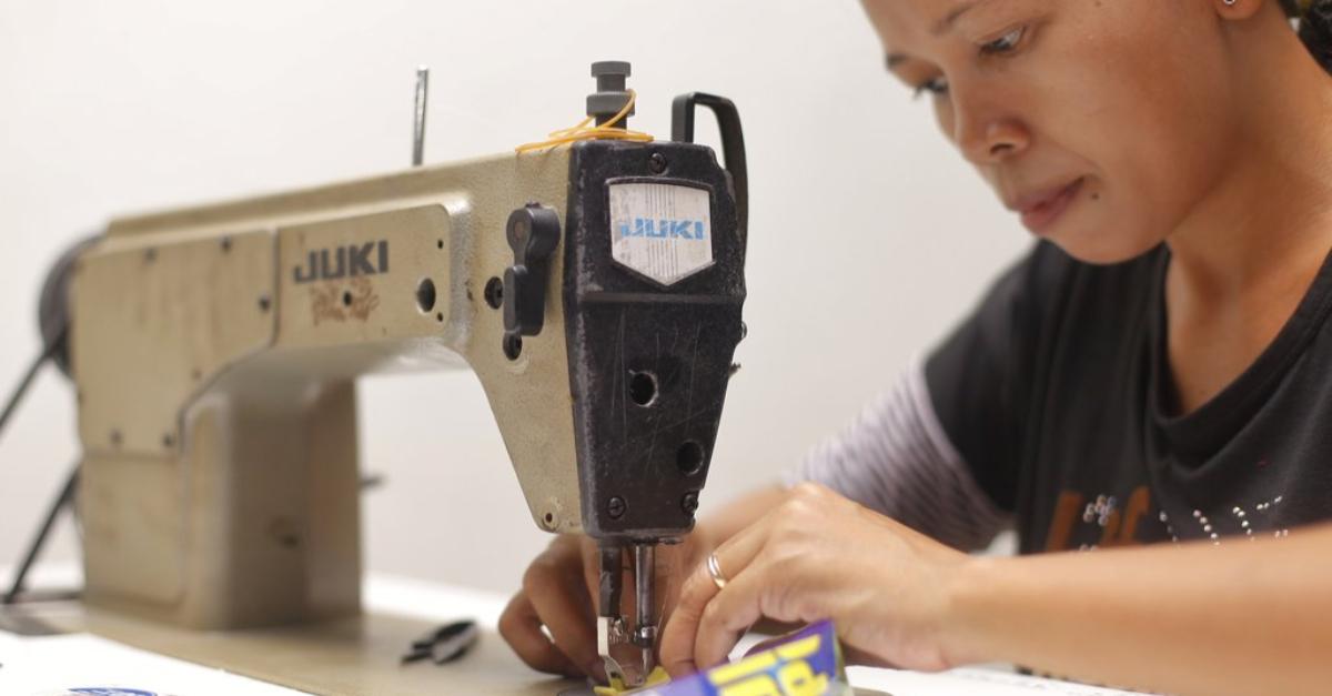 Women creating fair trade accessories in Indoensia