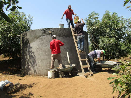 Carpinteros Community Completing a Cistern