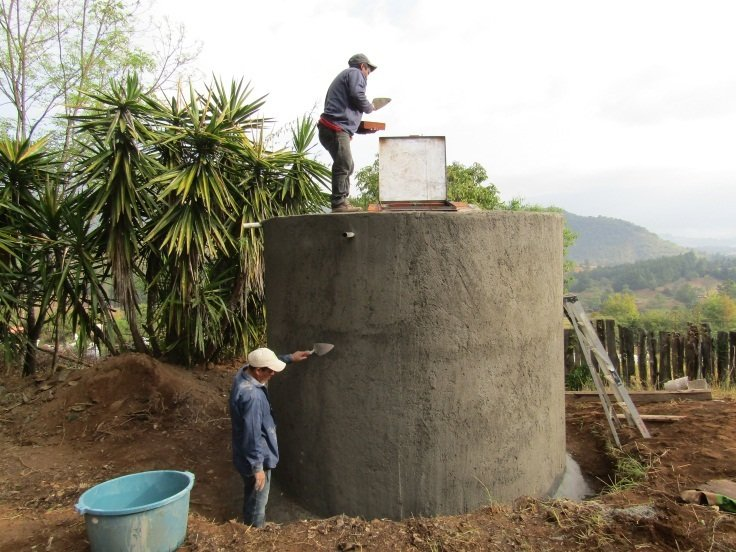 Locals from Santa Ana Ocampo finishing cistern