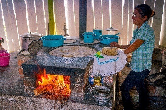 Woman in El Rosario cook on fuel-efficient stove