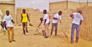 Cleaning daara Serigne Ousmane Barry in Cite Niakh