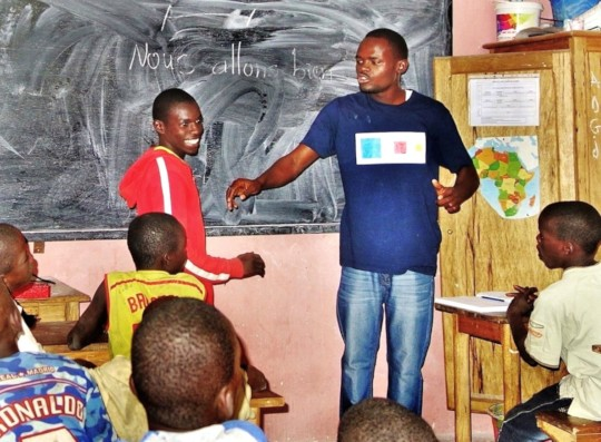 Abdou teaching a literacy class