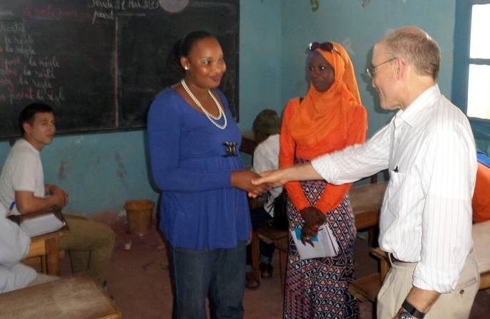Diodio presents teacher Bouri to the ambassador