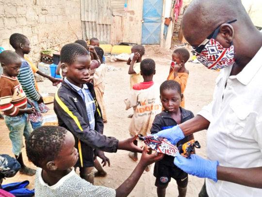 Idy Diallo distributes masks to talibe children