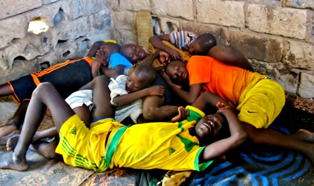 Nov/13 - Talibe sleeping quarters, Arouna