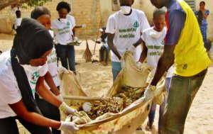 Cleaning in daara Serigne Abdoulaye Ba in Pikine