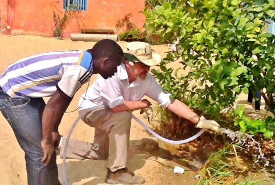 Robin working with Mamadou in MDG's garden