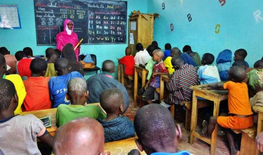 Literacy classes at Maison de la Gare