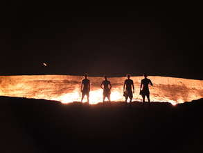"""At the """"Gate of Hell"""" in Turkmenistan"""