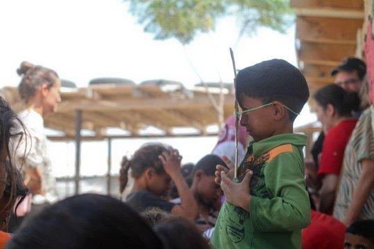 Children in Khan al Ahmar preparing