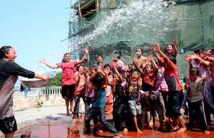 Water with happiness! Holi festival at Raksha