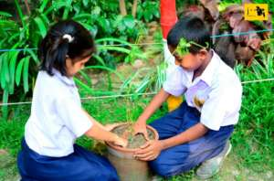 JAAGO girls planting Trees, they love nature