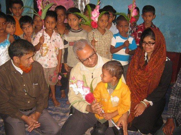 Anwar Khan with preschool kids