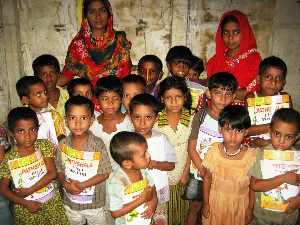 Roshny with her class and teachers