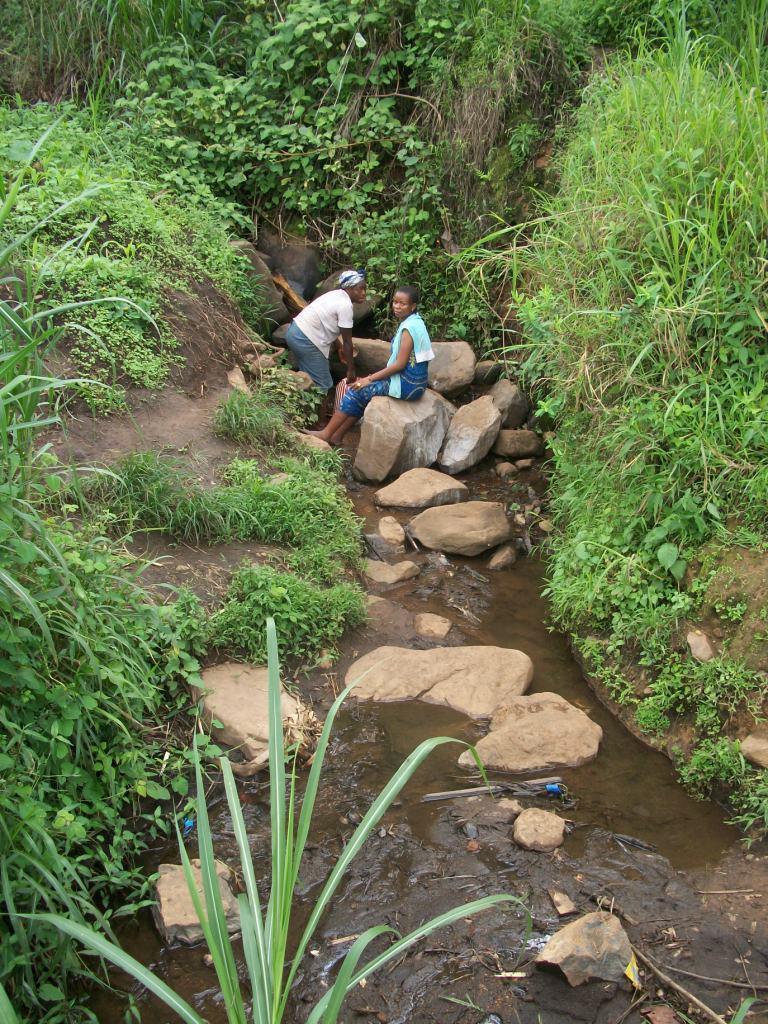 Women Fetching Water in Ameng