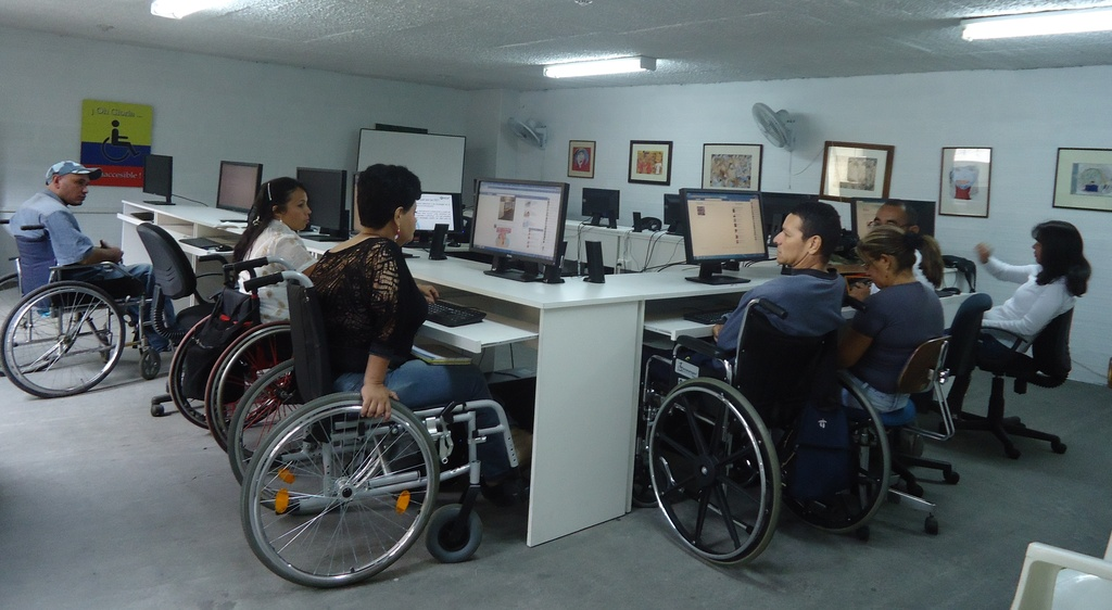 People with physical disabilities learn to use ICT