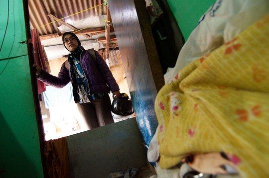 Nurse Rina entering patient's home