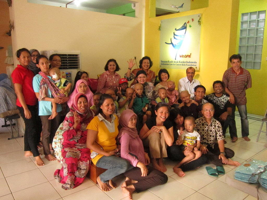Training & Advocacy at a cancer shelter with SIF