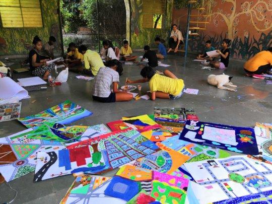 Art Reach India conducting workshop