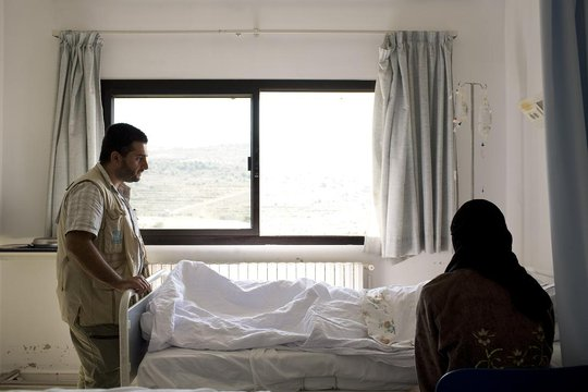 UNHCR worker counsels an injured displaced Syrian