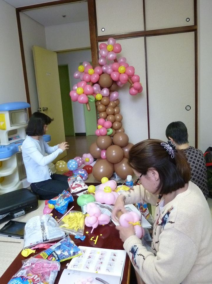 Volunteers making decorations out of balloons