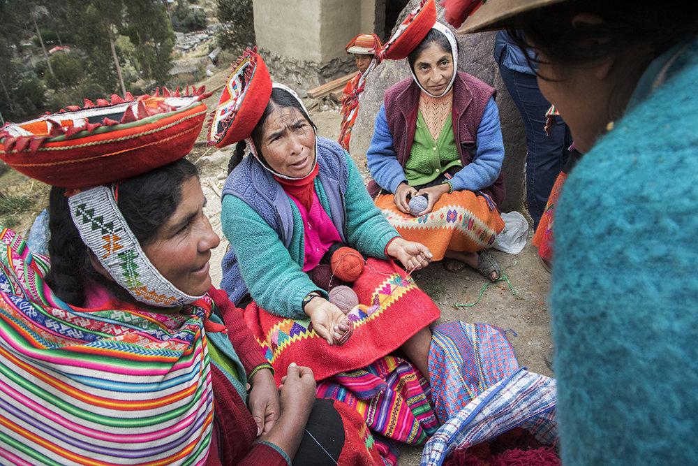 Margarita, Estefania, & Maria discuss a new style.