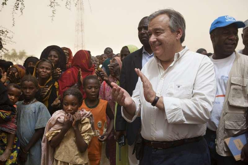 UNHCR Cheif Antonio Guterres meets Malian refugees