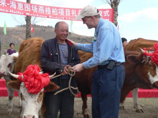 Peng Guowen at handover ceremony