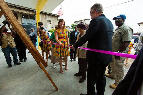 President Sirleaf cuts the ribbon!