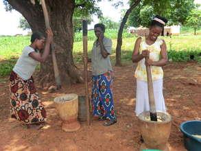 Grinding maize