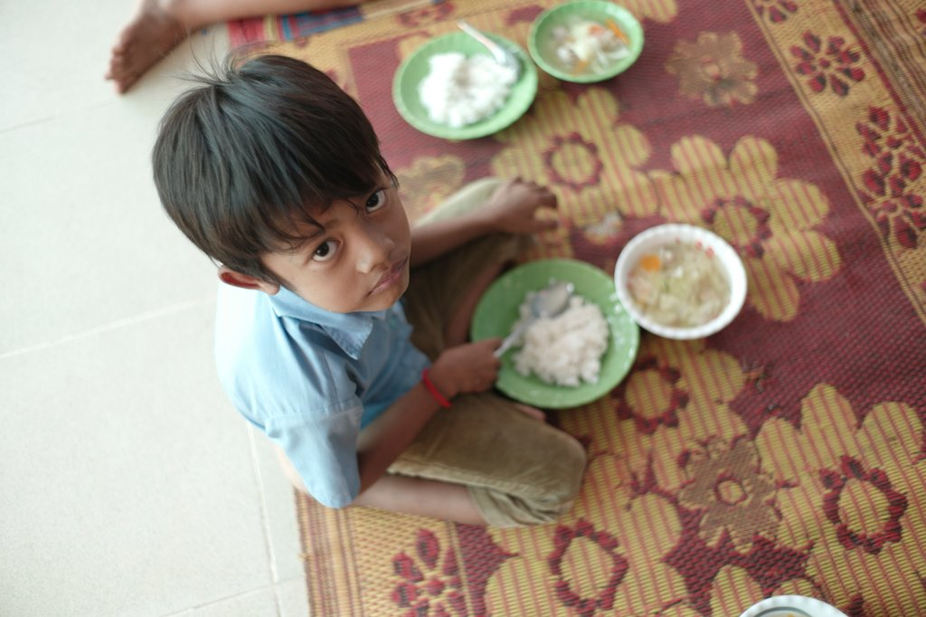 Give a child a daily food pack, Cambodia