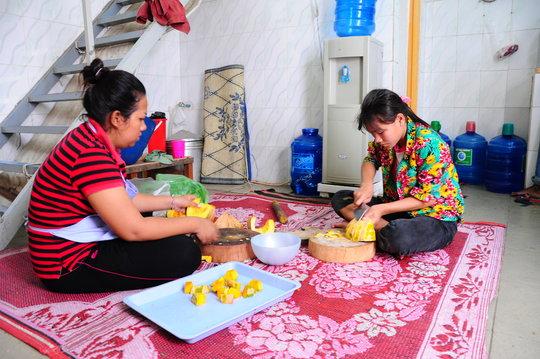 Housemothers prepare food