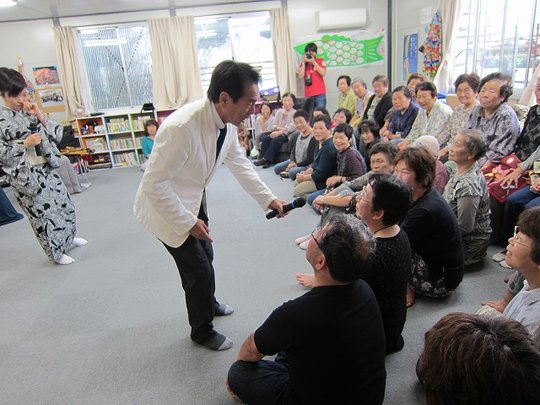 Mr. Nekohachi asking for request from the audience