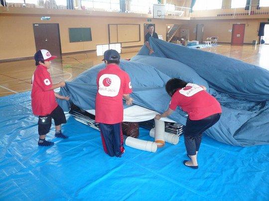 4th grade boys help to build the planetarium dome.