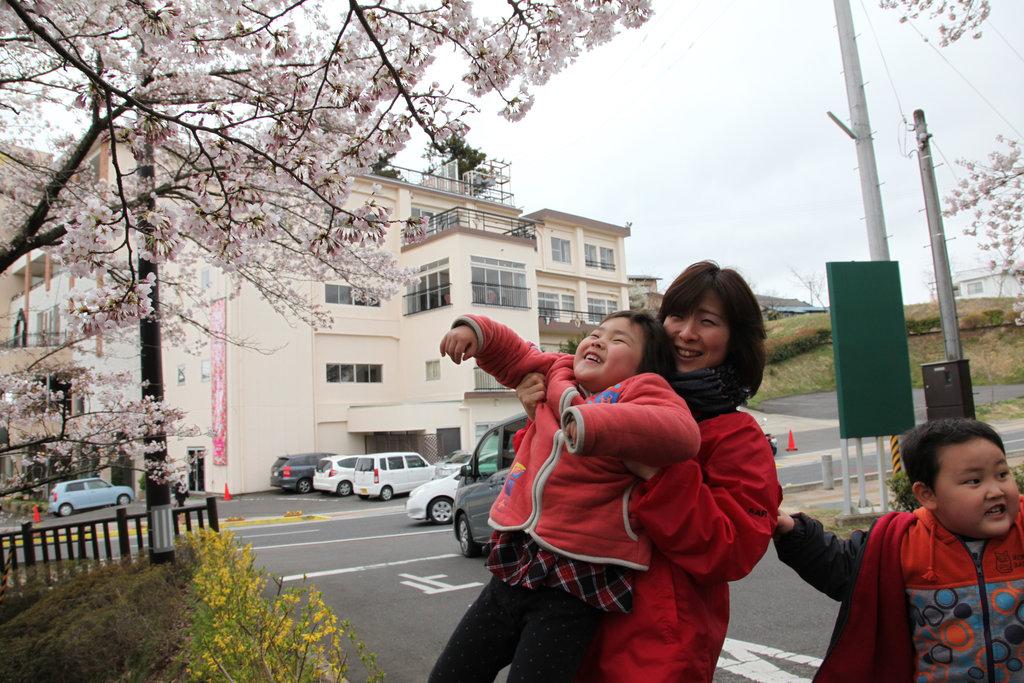 Cherry blossom (Sukagawa, Fukushima - 22 Apr 2012)