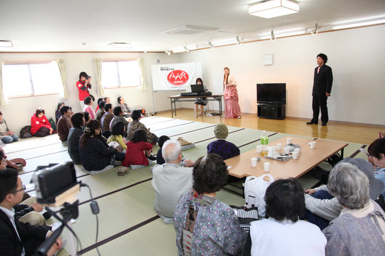 Singing along (Soma City, Fukushima - 29 Apr 2012)