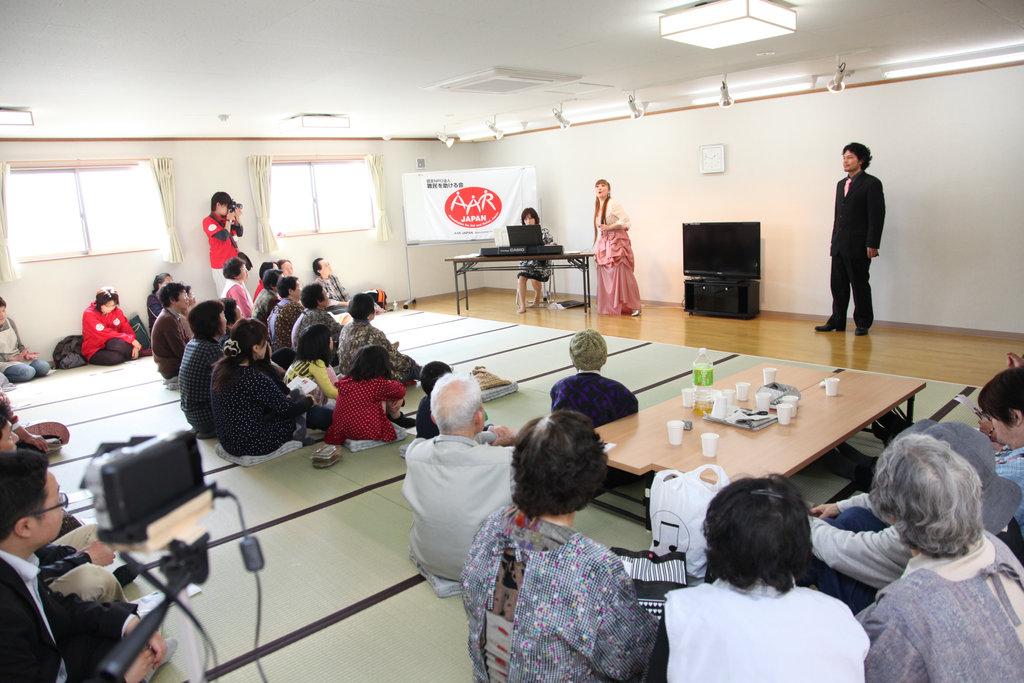 Singing along (Soma City, Fukushima - 29 Apr 2012)