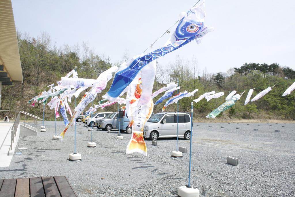 Up in the sky (Soma City, Fukushima - 29 Apr 2012)