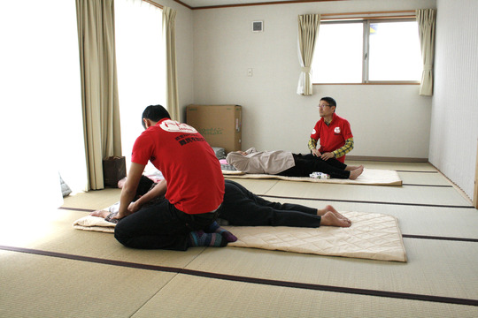 Relaxing massages (Soma, Fukushima - 29 Apr 2012)