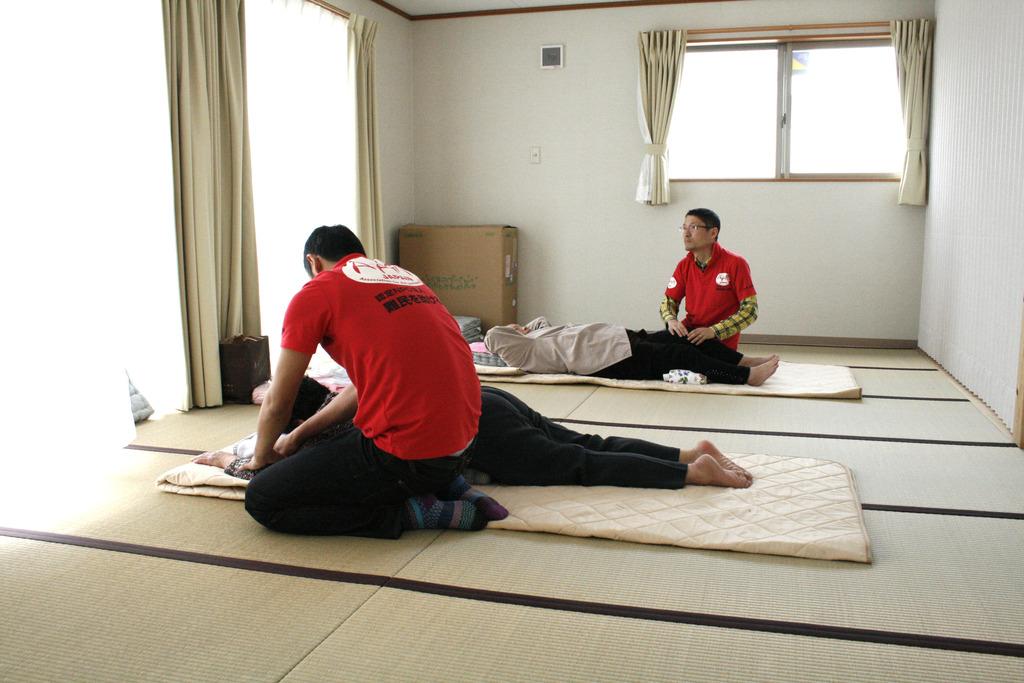 Relaxing massages (Soma, Fukushima - 29 Apr 2012)