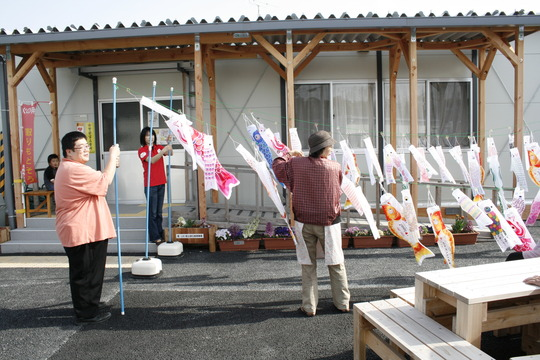 Carp decorations (Soma, Fukushima - 29 Apr 2012)