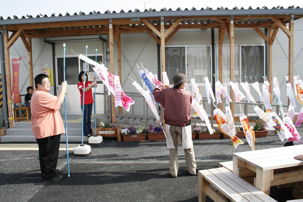 Carp decorations (Soma, Fukushima - 29 Apr 2012)