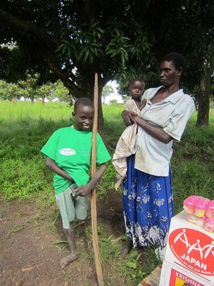 Beneficiary with her mother