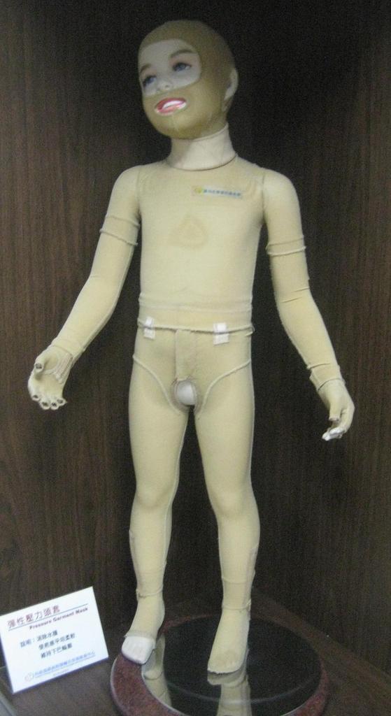Manikin wearing a pressure bandage