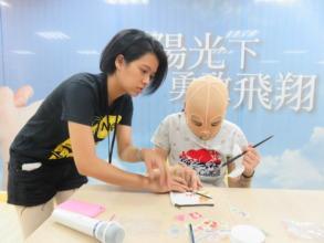 Shih-Yu teaches burn survivor DIY techniques