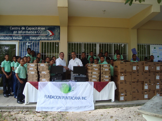 IMPROVE SCHOOL FOR 500 DOMINICAN STUDENTS IN NEED
