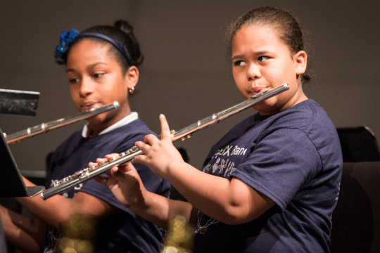 Two flutists play with passion!