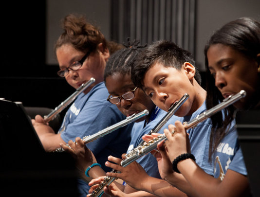 Flute players play with passion!